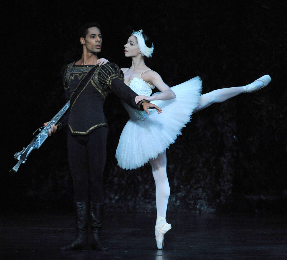 Celine Gittens and Tyrone Singleton in Swan Lake.© Roy Smiljanic. (Click image for larger version)