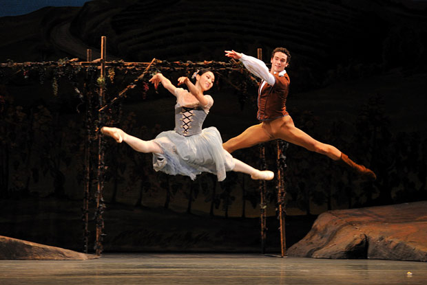 Hee Seo (Giselle) & Cory Stearns (Albrecht) in <I>Giselle</I>.<br />© Sunkyung Jang. (Click image for larger version)