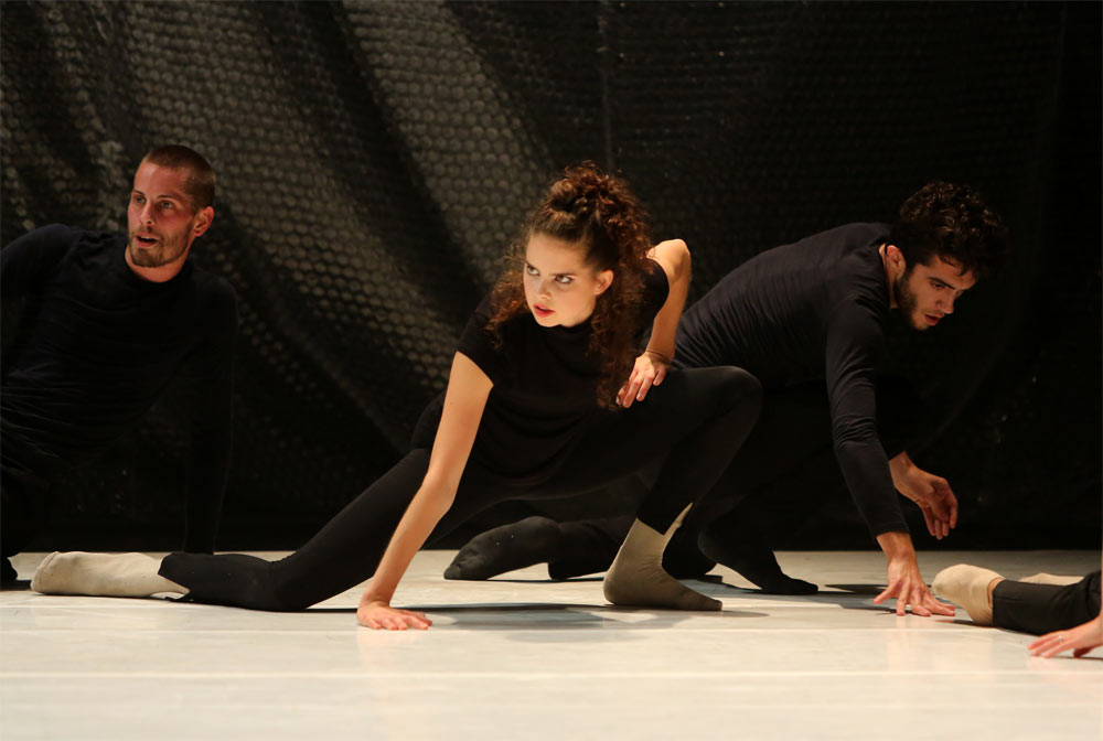 Martyn Garside, Annick Schadeck and Nick Korkos in <I>Coin/C/Dance</I>.<br />© Sandy Lee. (Click image for larger version)