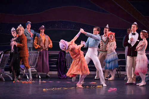 Victoria Marr as the American Lady and Jamie Bond as the Chief Steward with Artists of Birmingham Royal Ballet in <I>The Grand Tour</I>. © Simon Tomkinson