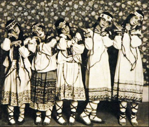 Members of the Ballets Russes de Diaghilev dance in the original 1913 production of <I>The Rite of Spring</I>. English Photographer, (20th century) / Private Collection / Roger-Viollet, Paris / The Bridgeman Art Library