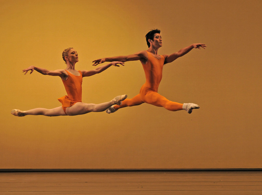 Sarah Lamb and Ryoichi Hirano in <I>Concerto</I>.<br />© Dave Morgan, by kind permission of the Royal Opera House. (Click image for larger version)
