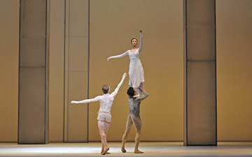Edward Watson and Yuhui Choe supported by Thiago Soares in Requiem.© Dave Morgan, by kind permission of the Royal Opera House. (Click image for larger version)