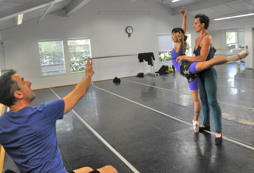 Sean Kelly with Mayo Sugano and Aaron Orza in rehearsal for a <I>A Swingin' Holiday</I>.<br />© Erika Johnson.