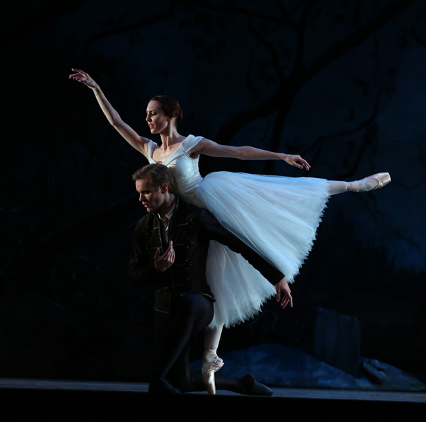 Antonia Hewitt and Andrew Bowman in <I>Giselle</I>.<br />© Evan Li. (Click image for larger version)
