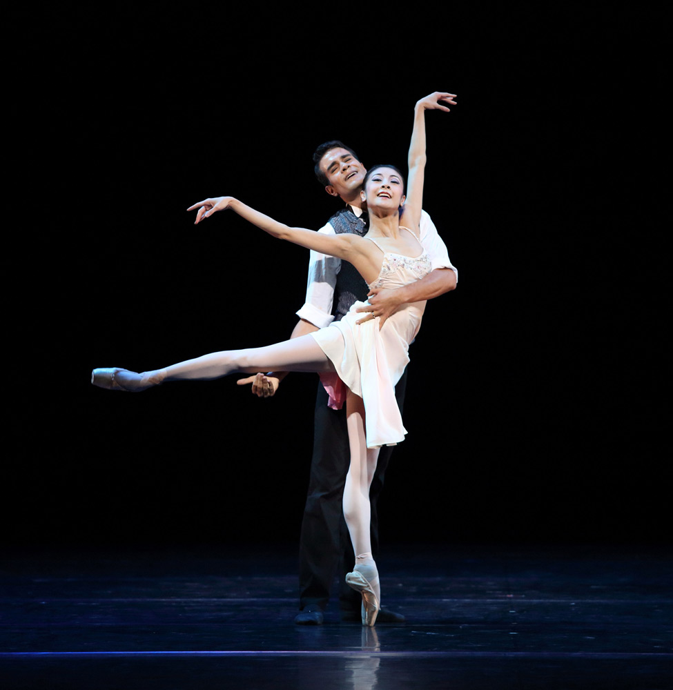 Yuan Yuan Tan and Vito Mazzeo in the pas de deux from <I>Lady of the Camellias</I>.<br />© Gordon Wong. (Click image for larger version)