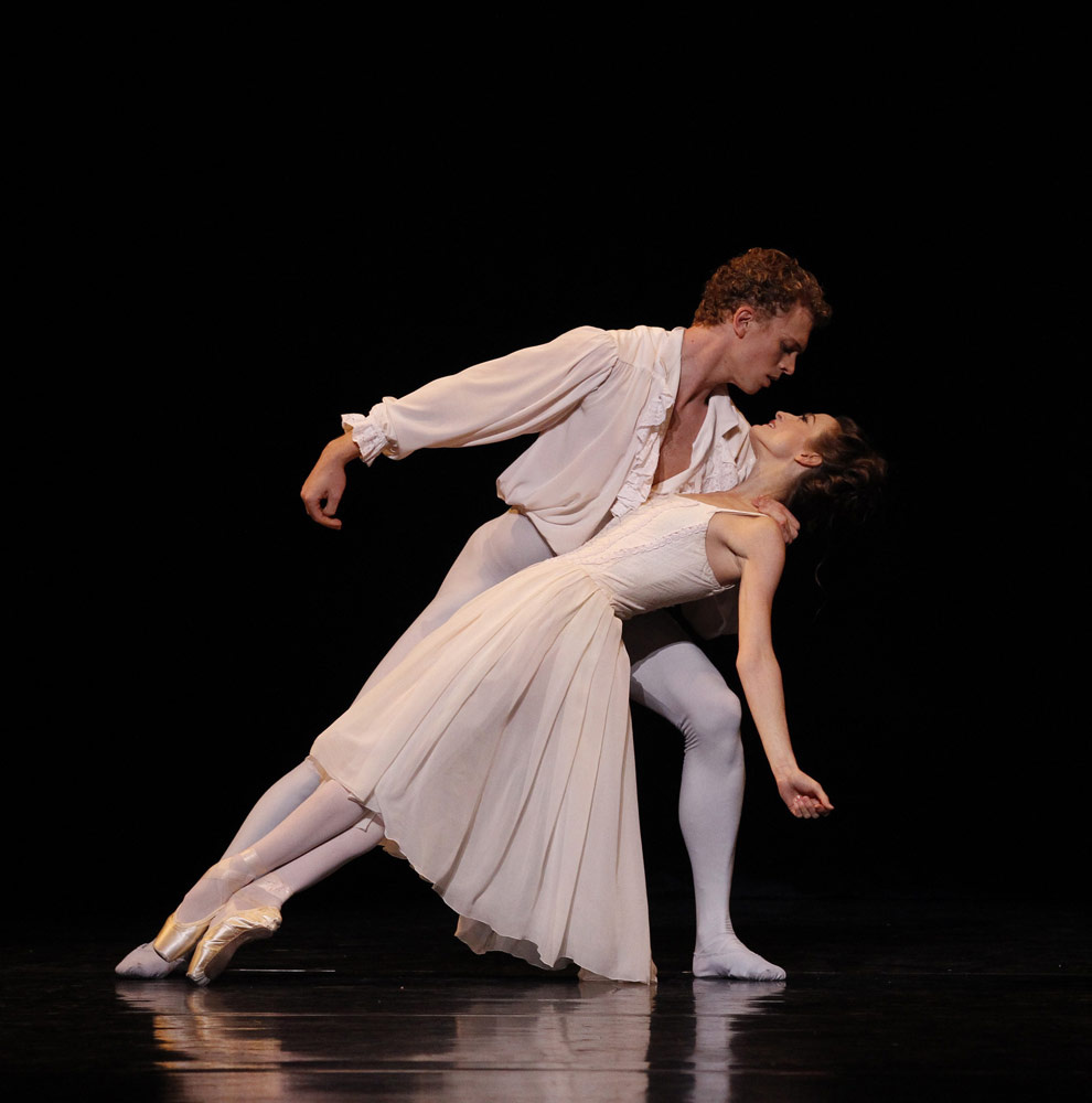 Julie Kent and Adam Bull in <I>Manon</I>.<br />© Jeff Busby. (Click image for larger version)