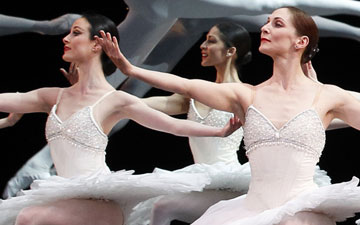 Austlian Ballet in David McAllister's Overture.© Jeff Busby. (Click image for larger version)