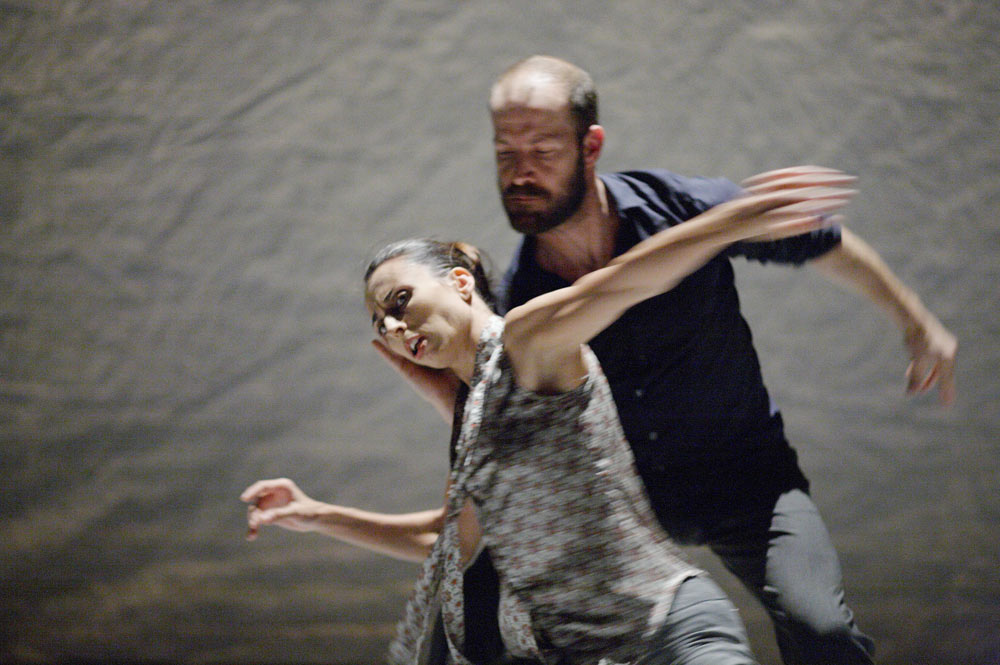 Sandra Marín Garcia and Eric Beauchesne in <I>The Tempest Replica</I>.<br />© Jorg Baumann. (Click image for larger version)