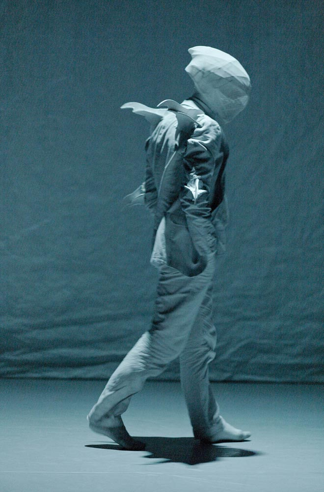 Kidd Pivot in <I>The Tempest Replica</I>.<br />© Jorg Baumann. (Click image for larger version)