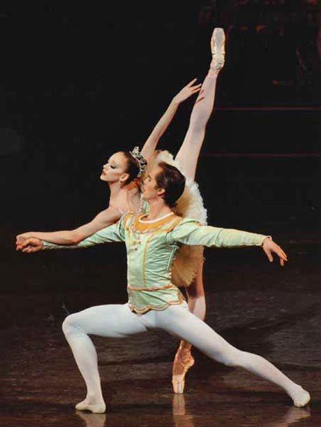 "Maria Kowroski as the Sugar Plum Fairy and Charles Askegard as her Cavalier in George Balanchine's <I>The Nutcracker</I>. From the <a href=""http://www.ballet.co.uk/magazines/yr_05/jan05/et_rev_nycb_1204.htm"">Balletco review</a> of the December 2004 <I>Nutcracker</I>.<br />© Paul Kolnik."