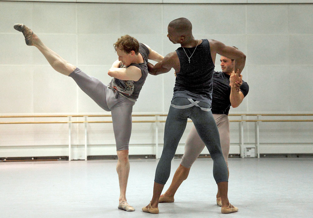 Rehearsals for Paolo Mangiola's Alpha Episodes with the Royal Ballet's Edward Watson, Eric Underwood and Paul Kay.© Ravi Deepres, by kind permission of the Royal Opera House. (Click image for larger version)