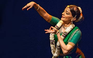 Malavika Sarukkai performs in The Spirit of the Body.© Stephanie Berger. (Click image for larger version)