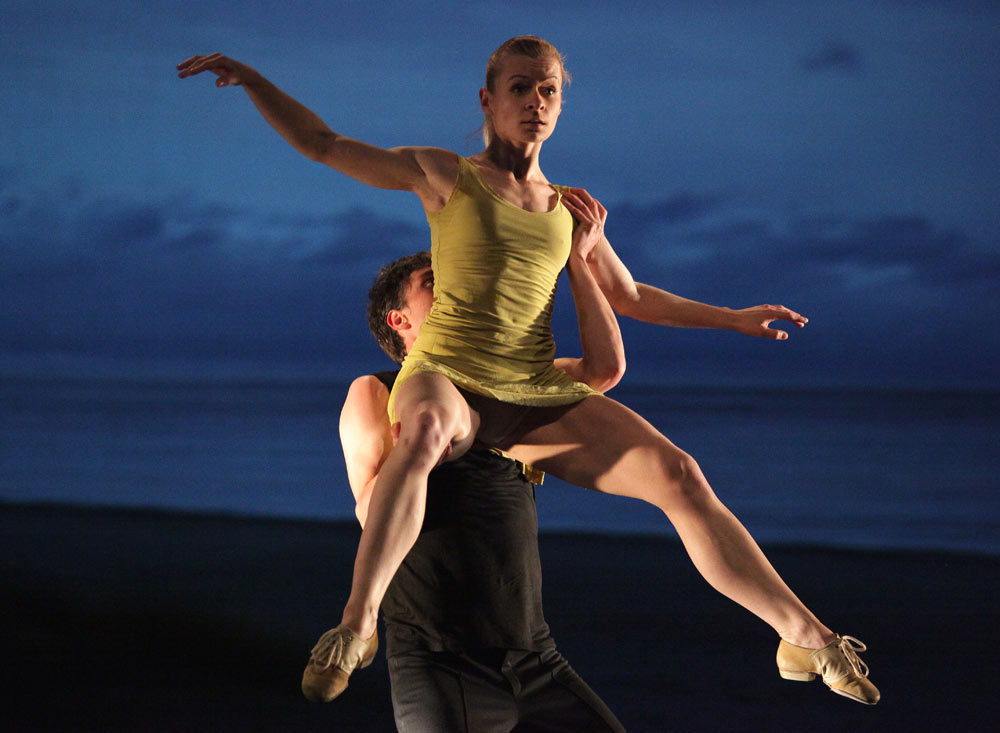 Baltic Dance Theater in Izadora Weiss's <I>Windows</I>.<br />© Sebastian Cwikla. (Click image for larger version)