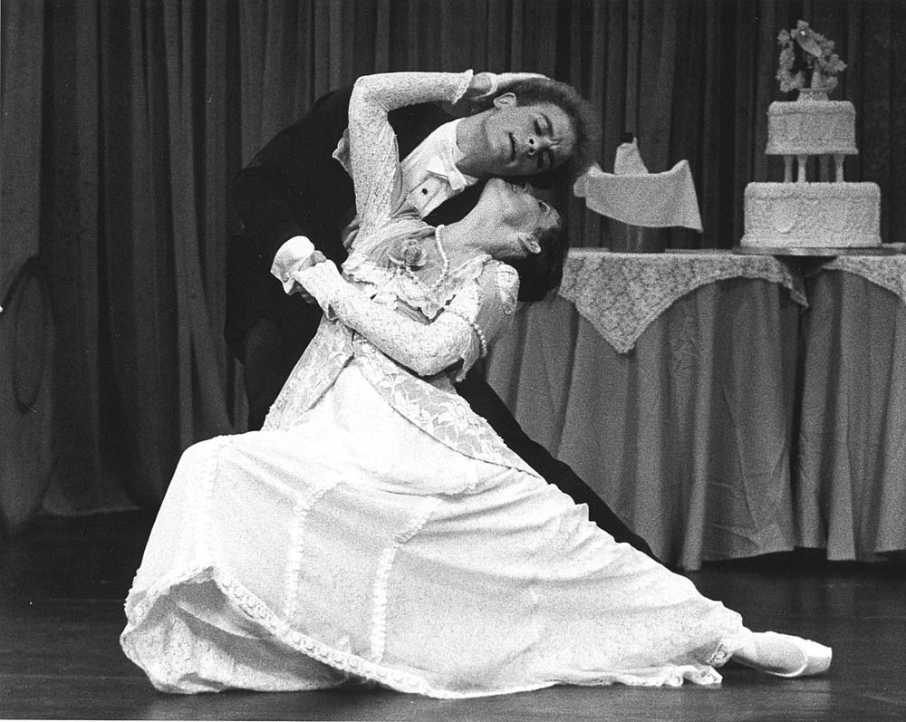 Judy Mohekey & Robert Hampton in Peter Darrell's <I>Chéri</I>.<br />© Alan Crumlish. (Click image for larger version)