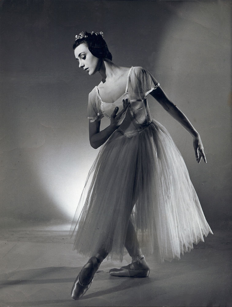 Valerie Taylor-Barnes in <I>Les Sylphides</I>.<br />© Derek Allen. (Click image for larger version)
