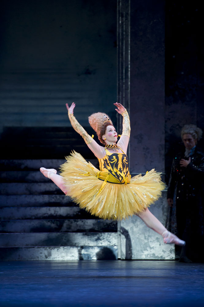 Carol-Anne Millar as Dumpy in <I>Cinderella</I>.<br />© Bill Cooper. (Click image for larger version)