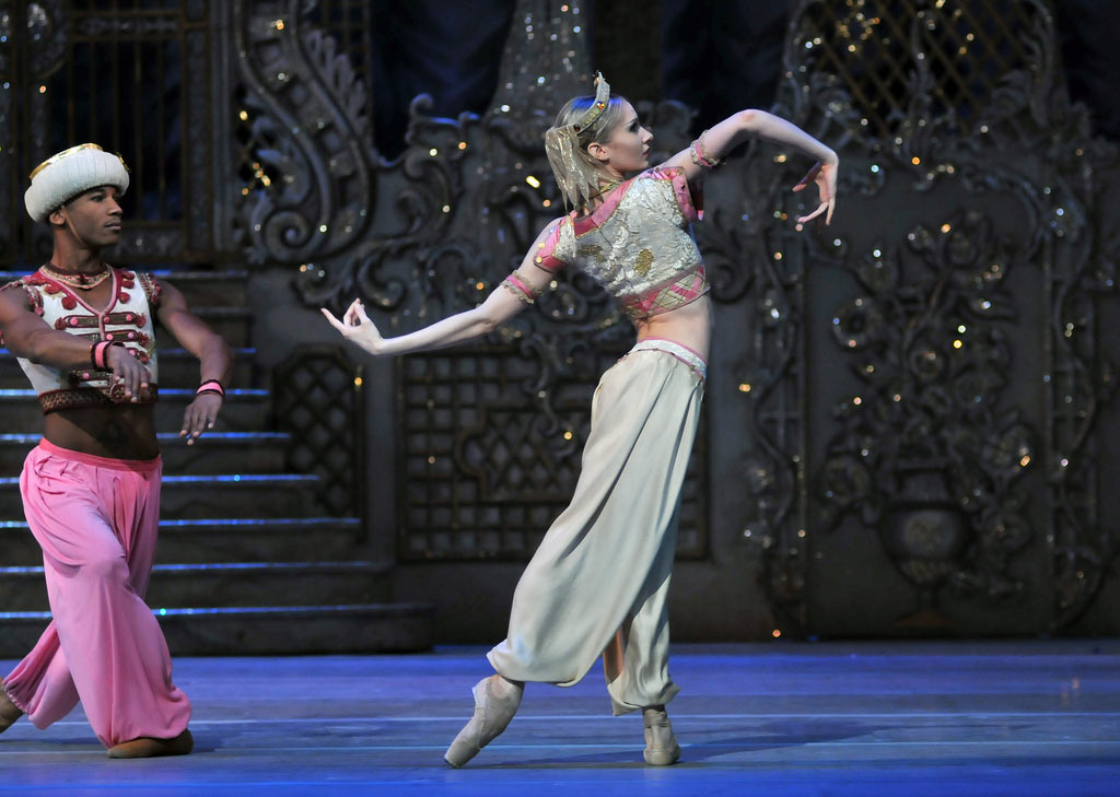 Melissa Hamilton and Eric Underwood - Arabian dance, The Nutcracker.© Dave Morgan, by kind permission of the Royal Opera House. (Click image for larger version)