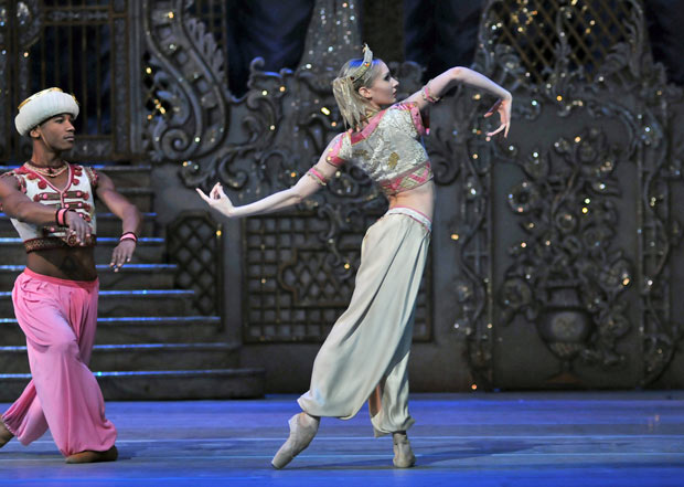Melissa Hamilton and Eric Underwood - Arabian dance, <I>The Nutcracker</I>.<br />© Dave Morgan, by kind permission of the Royal Opera House. (Click image for larger version)