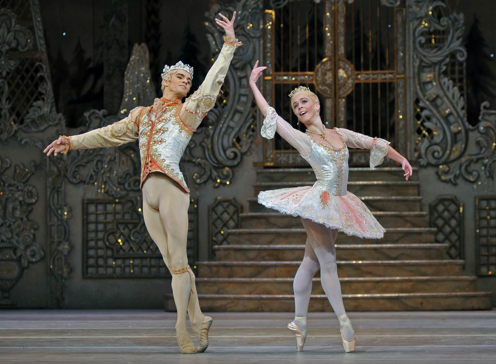 Laura Morera and Federico Bonelli in <I>The Nutcracker</I>.<br />© Dave Morgan, by kind permission of the Royal Opera House. (Click image for larger version)