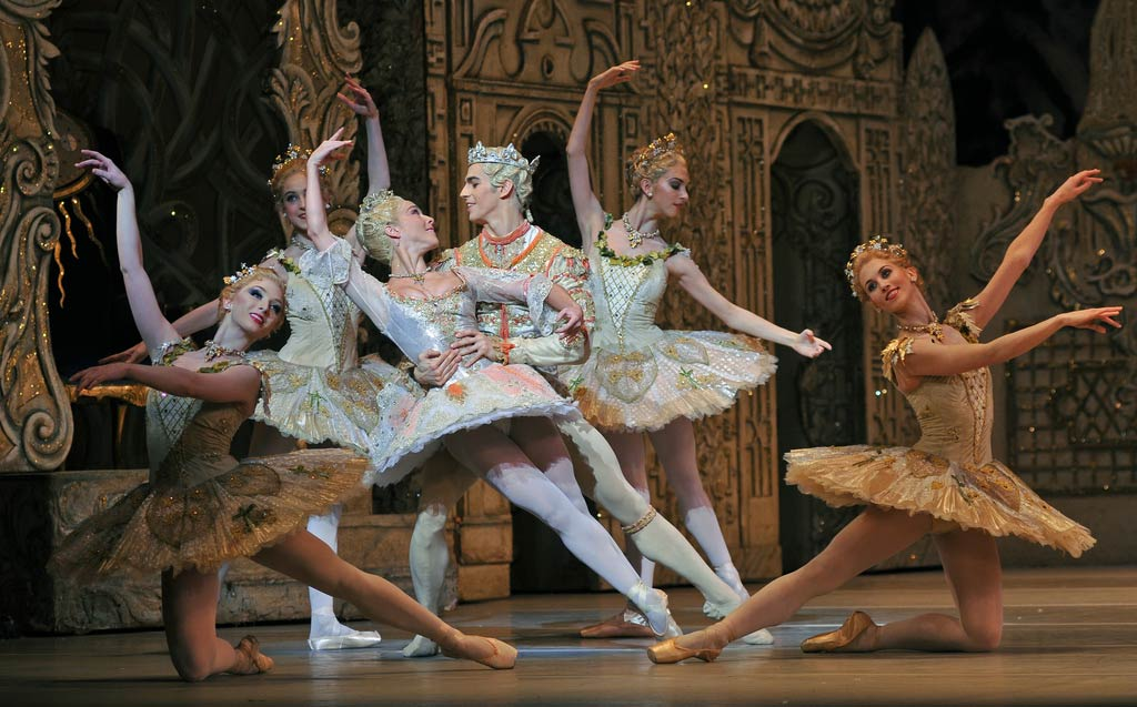 The Nutcracker: Laura Morera and Federico Bonelli, surrounded by (l-r): Claudia Dean, Camille Bracher, Lara Turk, Hayley Forskitt.© Dave Morgan, by kind permission of the Royal Opera House. (Click image for larger version)