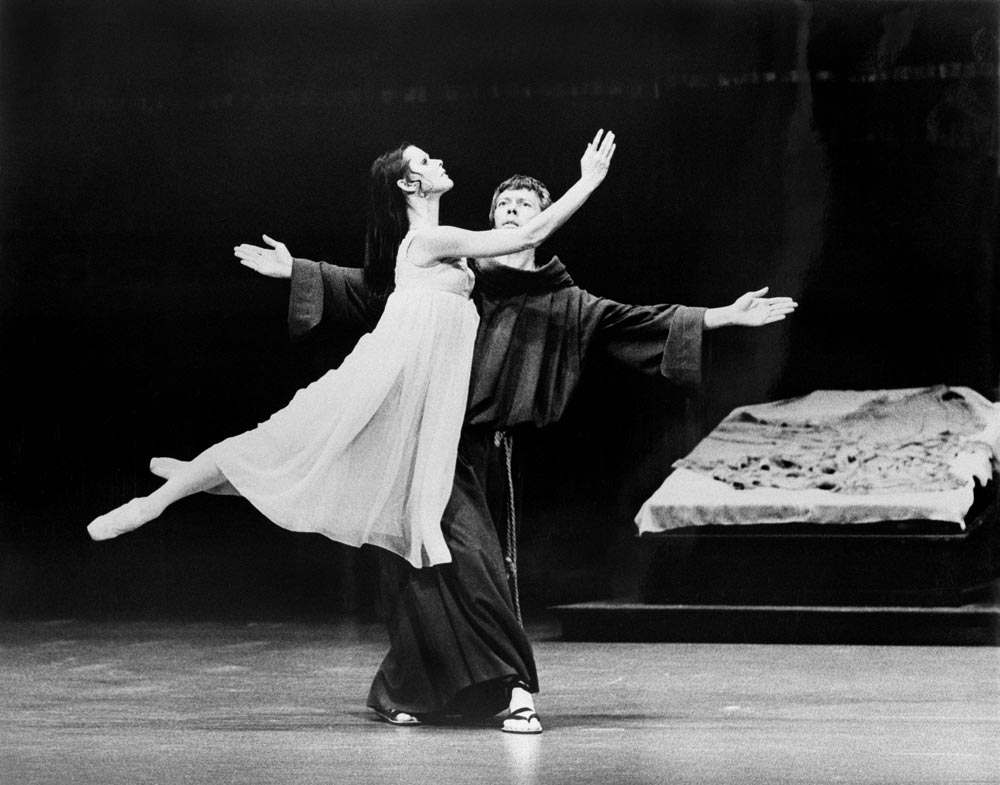 Colin Peasley and Marilyn Rowe in Romeo and Juliet (1975).<br />© David Parker. (Click image for larger version)