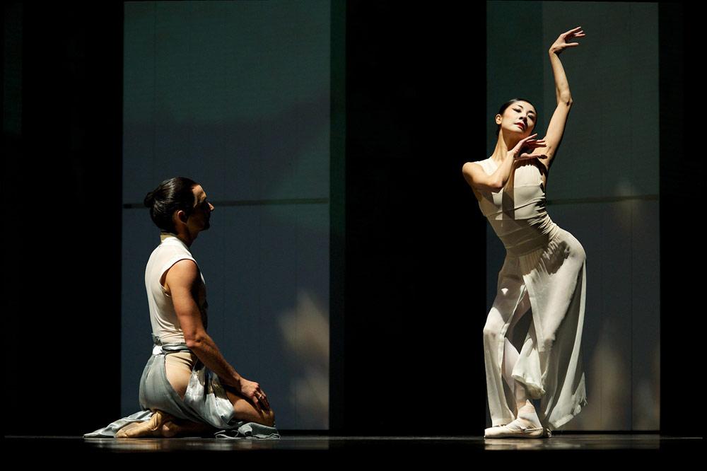 Yuan Yuan Tan and Damian Smith in Possokhov's <I>RAkU</I>.<br />© Erik Tomasson. (Click image for larger version)