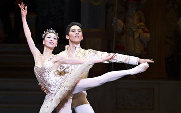 Misa Kuranaga and Jeffrey Cirio in The Nutcracker.© Gene Schiavone. (Click image for larger version)