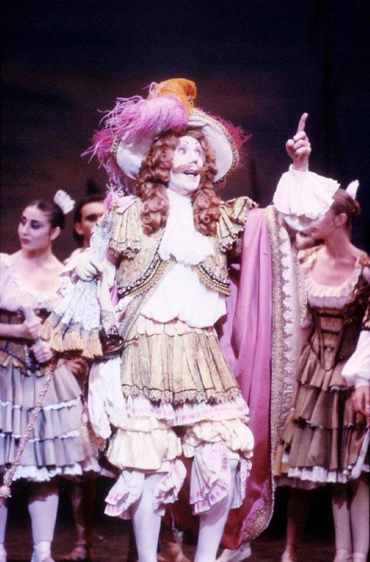 Colin Peasley as Gamache in <I>Don Quixote</I> (1993).<br />© Jim McFarlane.