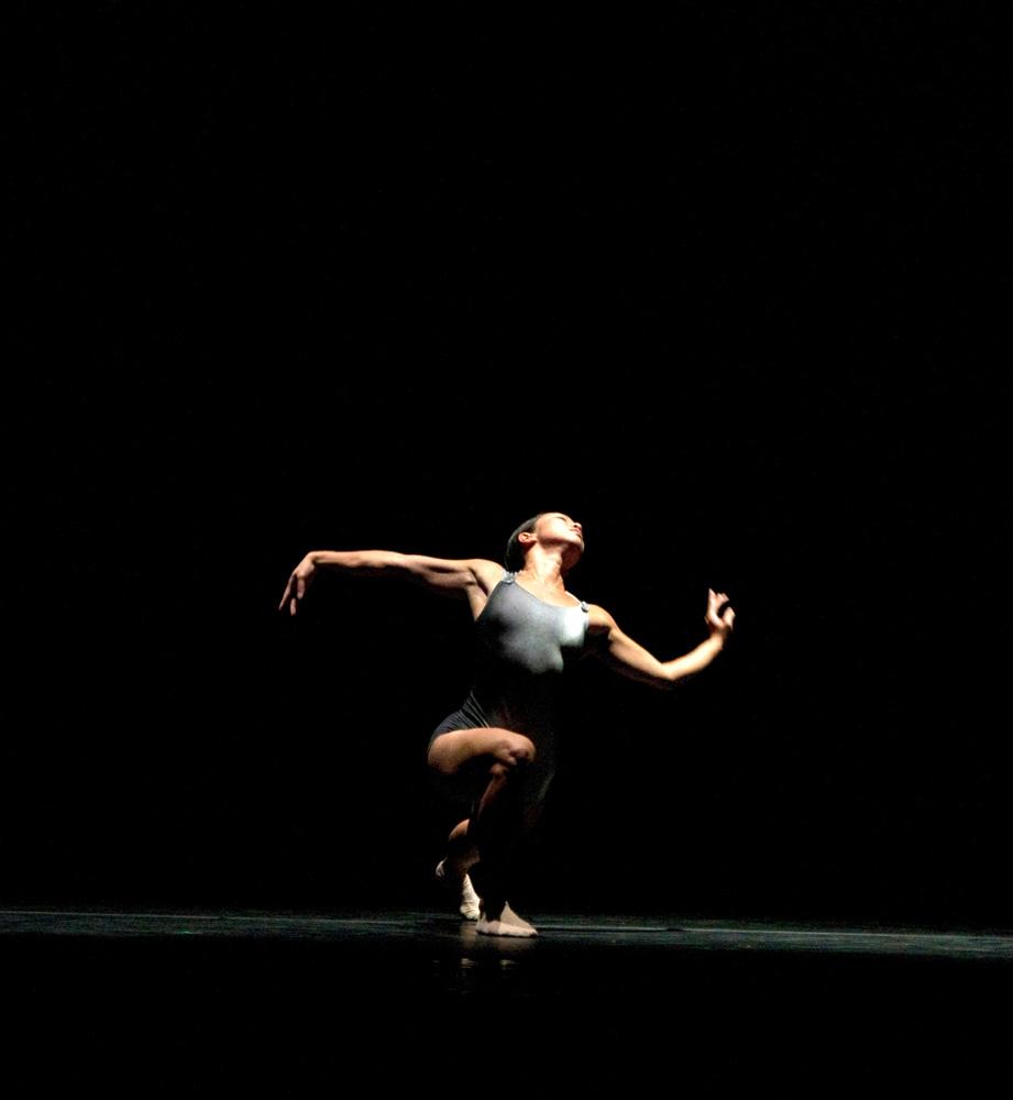 Hubbard Street Dancer Jessica Tong in <I>Blanco</I> by Alejandro Cerrudo.<br />© Kristi Pitsch. (Click image for larger version)