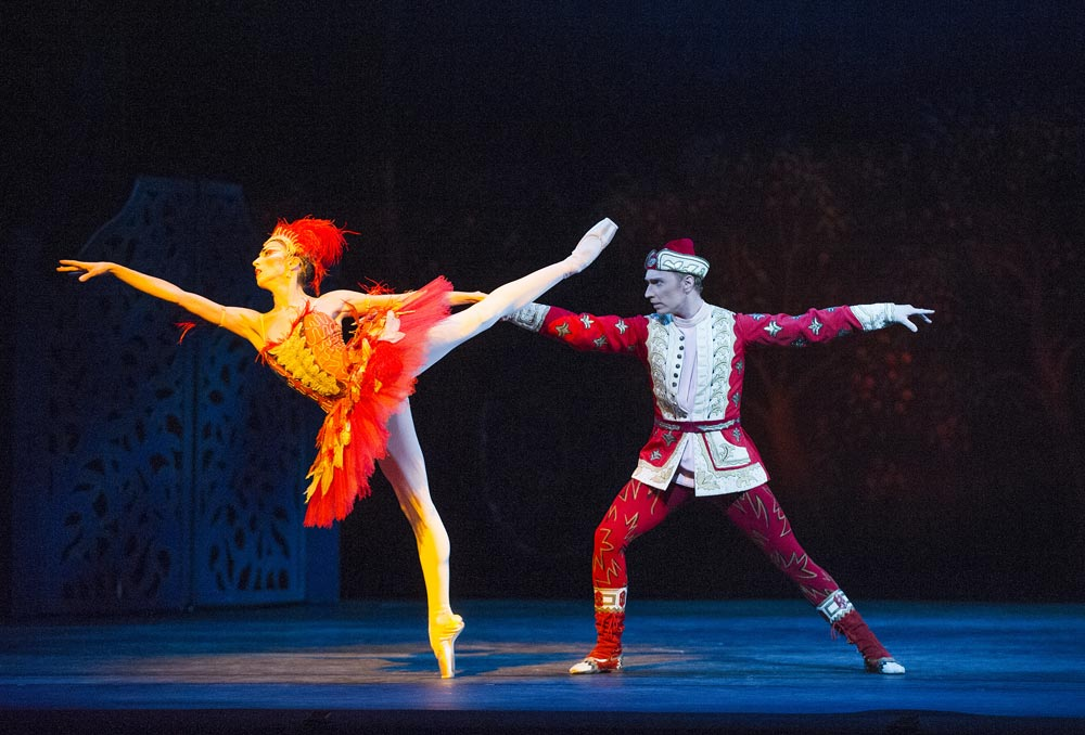 Itziar Mendizabal and Bennett Gartside in <I>The Firebird</I>.<br />© Tristram Kenton, courtesy the Royal Opera House. (Click image for larger version)