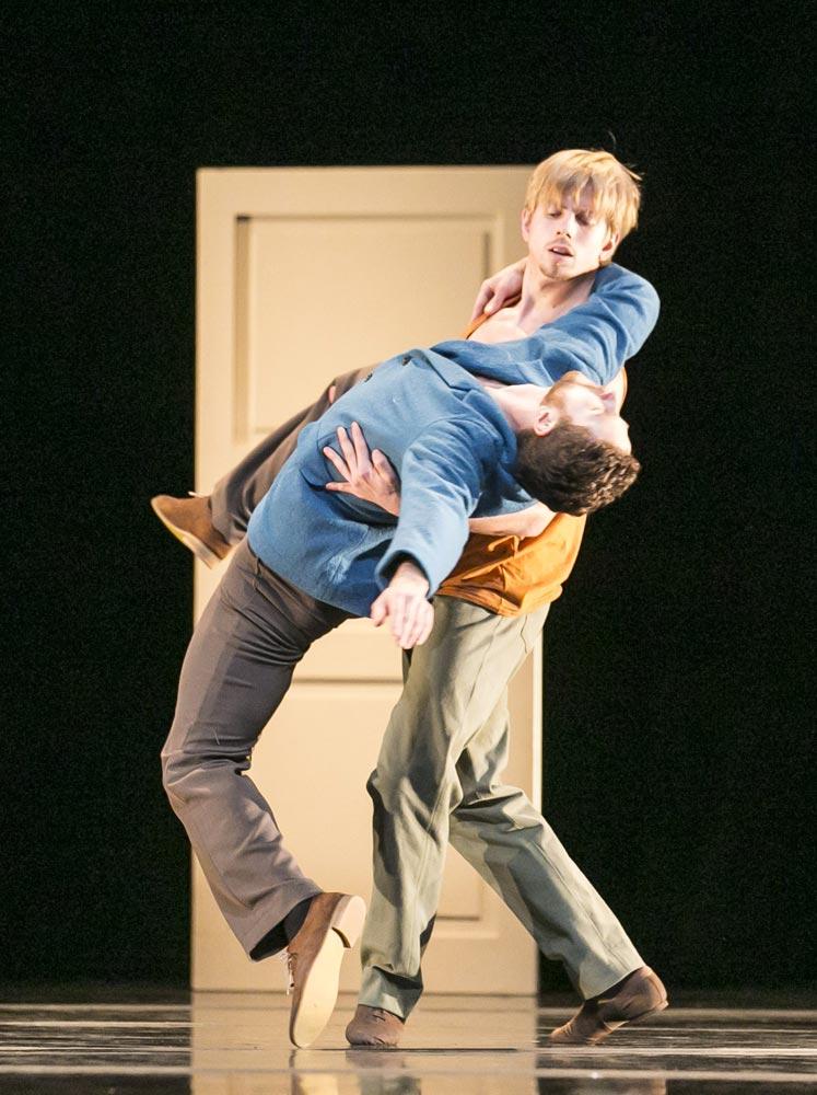 Hubbard Street Dancers Jesse Bechard (in blue) and David Schultz in <I>Casi-Casa</I> by Mats Ek.<br />© Todd Rosenberg. (Click image for larger version)
