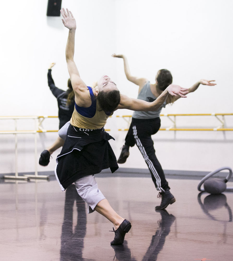 Hubbard Street Dancers Jacqueline Burnett, left, and Alice Klock rehearse <I>Casi-Casa</I> by Mats Ek.<br />© Todd Rosenberg. (Click image for larger version)