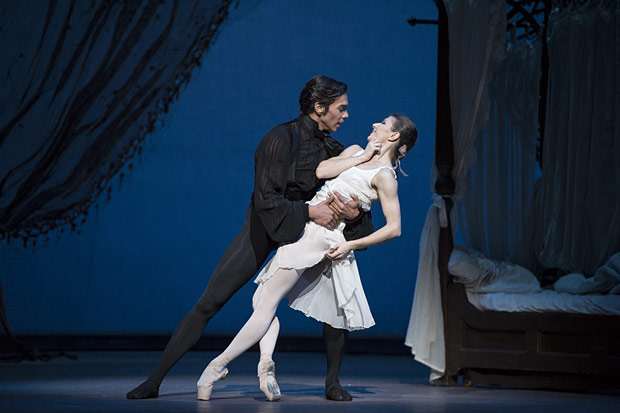 Alina Cojocaru and Jason Reilly in <I>Onegin</I>.<br />© Bill Cooper, by kind permission of the Royal Opera House. (Click image for larger version)