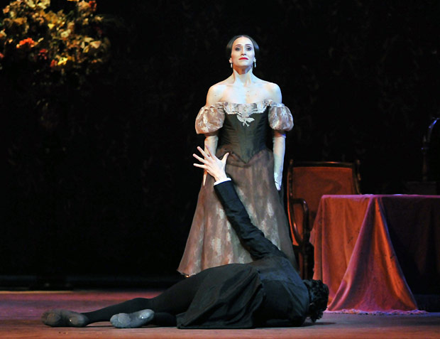 Marianela Nunez and Thiago Soares in <I>Onegin</I>.<br />© Dave Morgan, by kind permission of the Royal Opera House. (Click image for larger version)