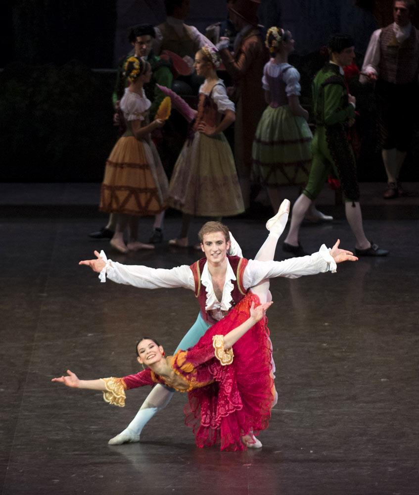 Alice Renavand and Francois Alu in <I>Don Quixote</I>.<br />© Julien Benhamou. (Click image for larger version)