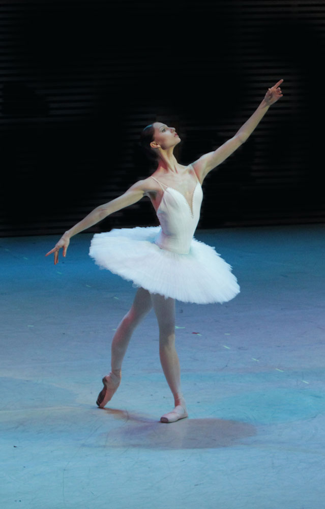 Oksana Skorik in <I>La Bayadère</I>.<br />© Natasha Razina. (Click image for larger version)