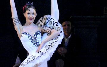 Valeria Martynyuk in Don Quixote.© Natasha Razina. (Click image for larger version)