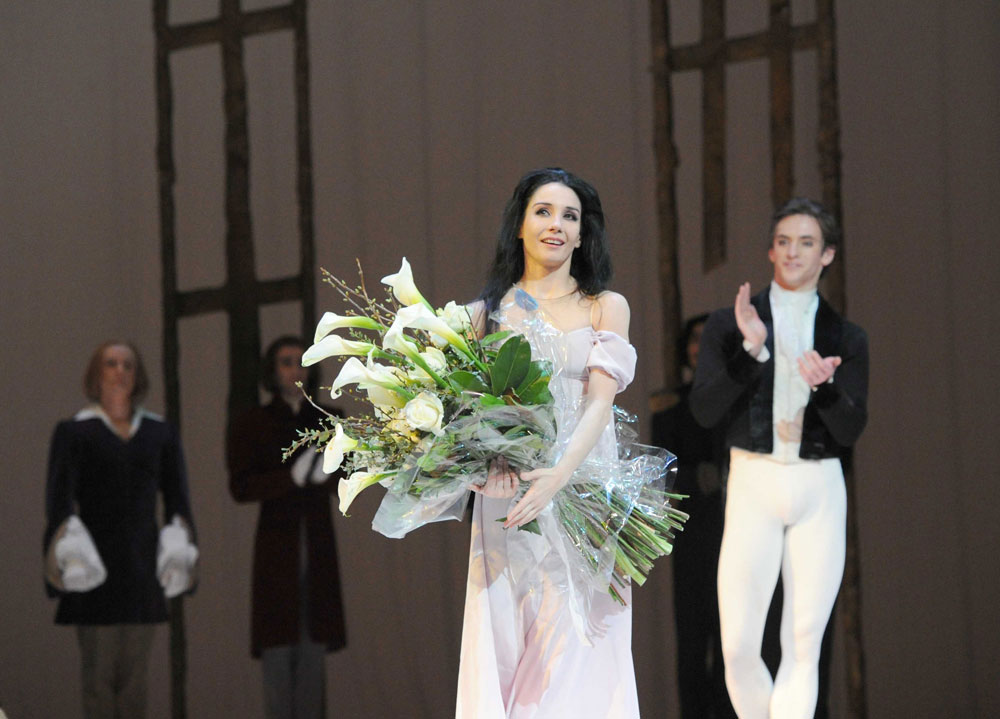Tamara Rojo and Sergei Polunin at her final Royal Ballet curtain call.<br />© Alistair Muir, courtesy the Royal Opera House. (Click image for larger version)