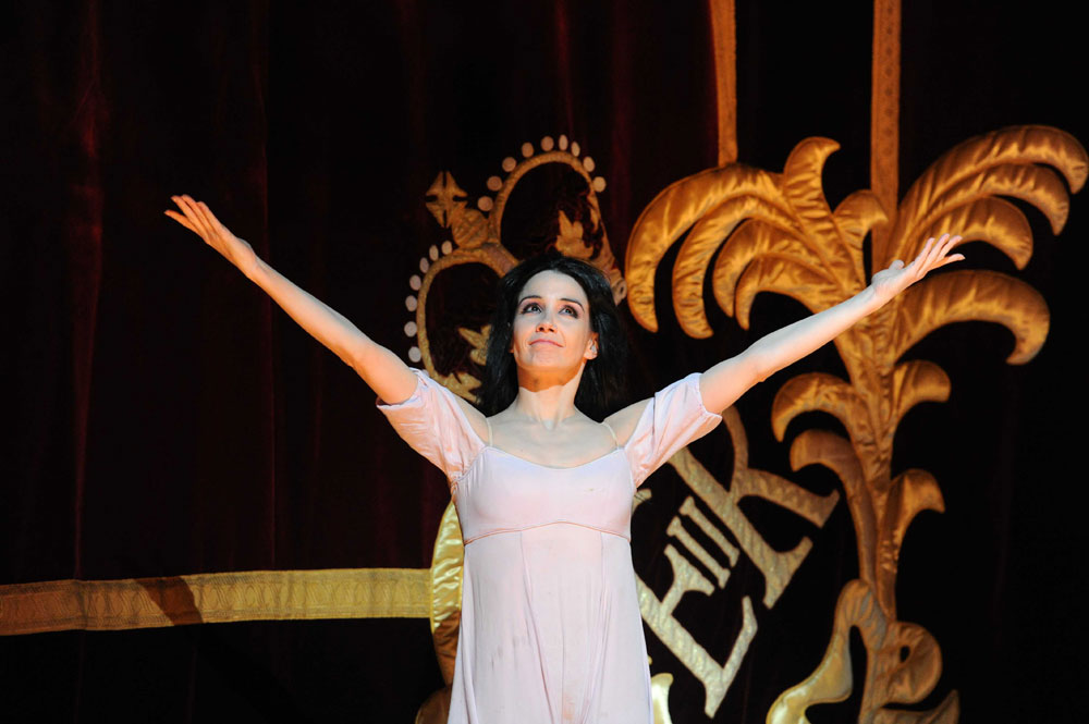 Tamara Rojo at her final Royal Ballet curtain call.<br />© Alistair Muir, courtesy the Royal Opera House. (Click image for larger version)