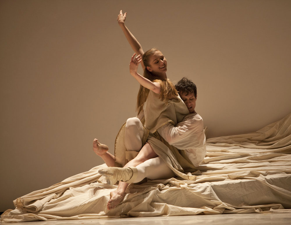 Carla Körbes and Seth Orza in Jean-Christophe Maillot's Roméo et Juliette.© Angela Sterling. (Click image for larger version)