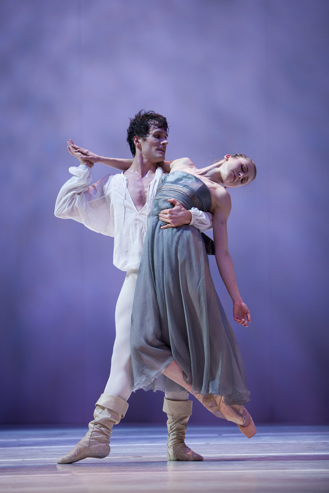 Carla Körbes and Seth Orza in Jean-Christophe Maillot's <I>Roméo et Juliette</I>.<br />© Angela Sterling & courtesy of Pacific Northwest Ballet. (Click image for larger version)