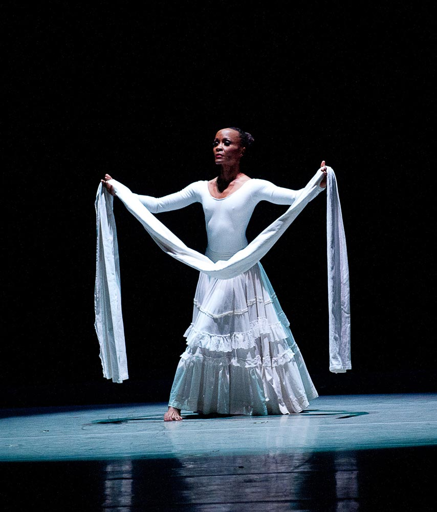 Renee Robinson in Alvin Ailey's <I>Cry</I>.<br />© Christopher Duggan. (Click image for larger version)