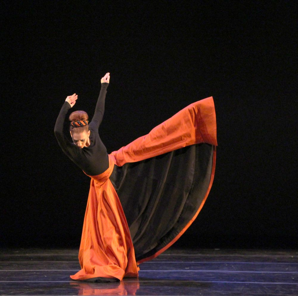 Blakeley White-McGuire in Martha Graham's <I>Imperial Gesture</I>.<br />© Charles Eilber. (Click image for larger version)