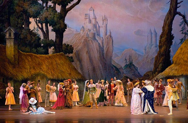 Paris Opera Ballet in <I>Giselle</I>.<br />© Christian Leiber. (Click image for larger version)