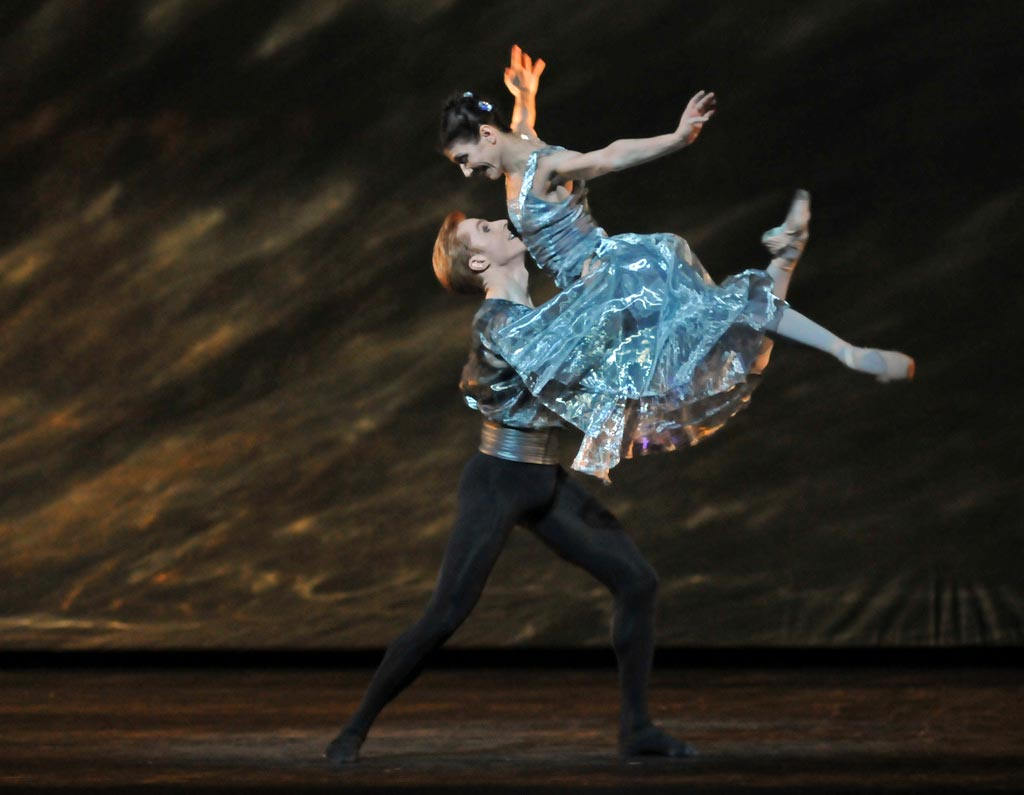Alina Cojocaru and Steven McRae in Alexei Ratmansky's <I>24 Preludes</I>.<br />© Dave Morgan, by kind permission of the Royal Opera House. (Click image for larger version)