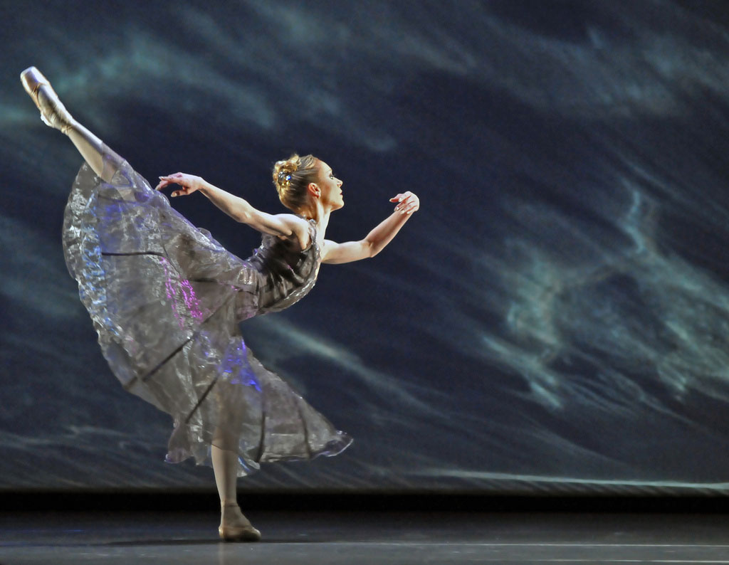 Sarah Lamb in Alexei Ratmansky's <I>24 Preludes</I>.<br />© Dave Morgan, by kind permission of the Royal Opera House. (Click image for larger version)