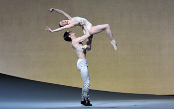 Marianela Nunez and Federico Bonnelli in Christopher Wheeldon's Aeternum.© Dave Morgan, by kind permission of the Royal Opera House. (Click image for larger version)