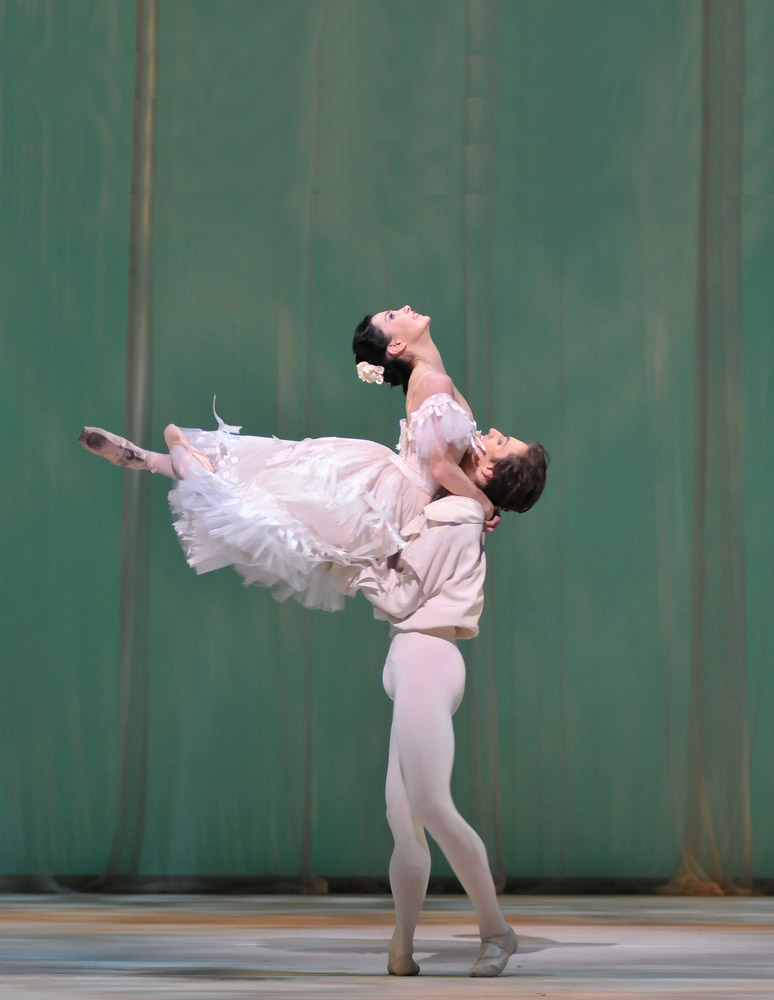 Sergei Polunin and Tamara Rojo in <I>Marguerite & Armand</I>.<br />© Dave Morgan, by kind permission of the Royal Opera House. (Click image for larger version)