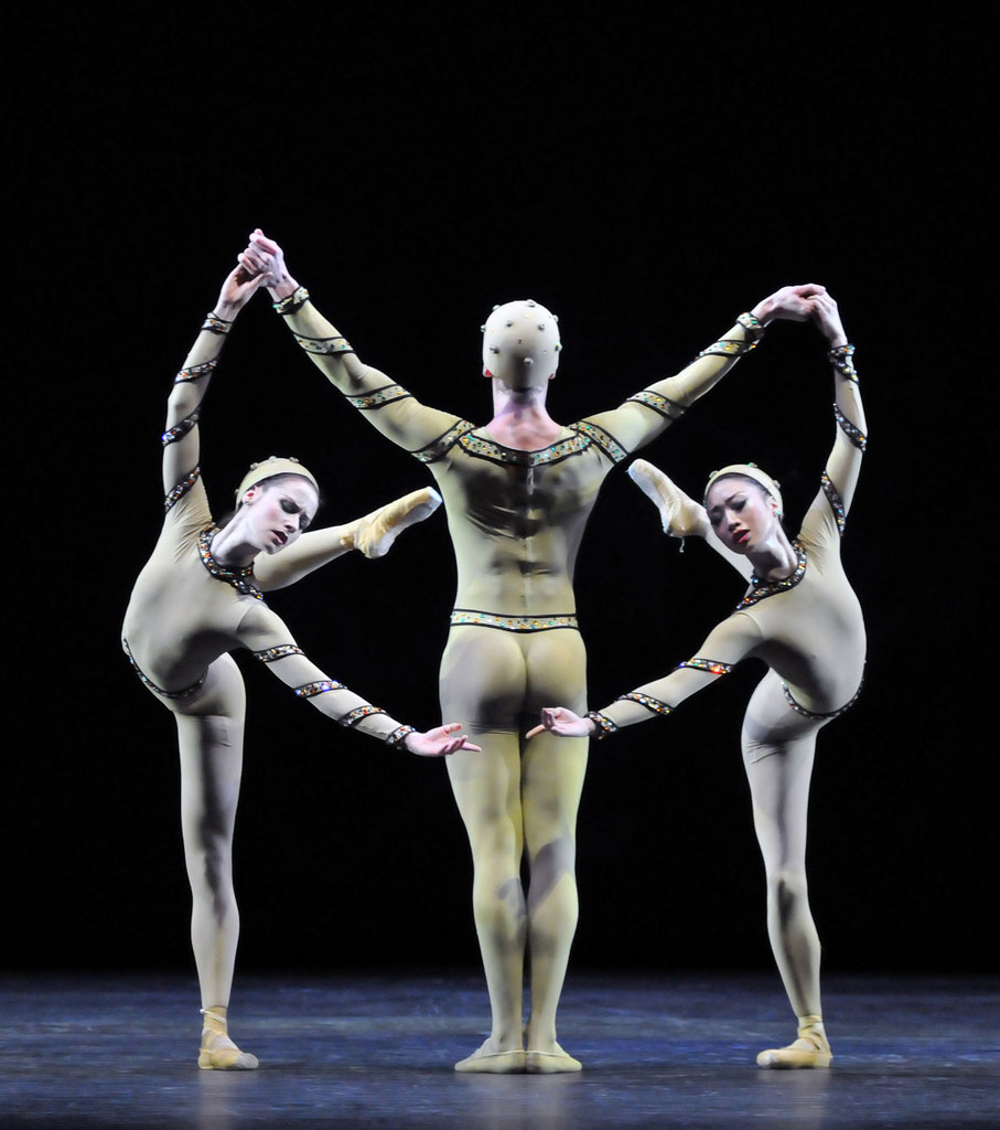 Emma-Jane Maguire, Dawid Trzensimiech and Akane Takada in <I>Monotones I</I>.<br />© Dave Morgan, by kind permission of the Royal Opera House. (Click image for larger version)